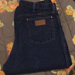 EUC Men's Wrangler Jeans 40x40